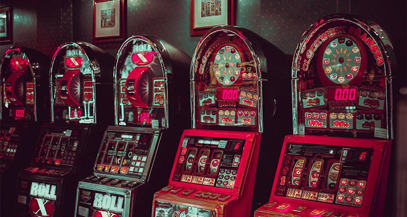 Bild posten Top 5 literaturbasierte Slot Games die deutsche Online Casinos veranstalten sollten Willy Wonka - Top 5 literaturbasierte Slot Games, die deutsche Online Casinos veranstalten sollten
